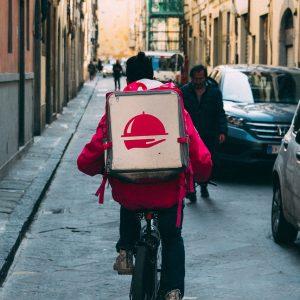«Перекресток» планирует доставку продуктов на дом через Delivery Club или «Яндекс.Еду»